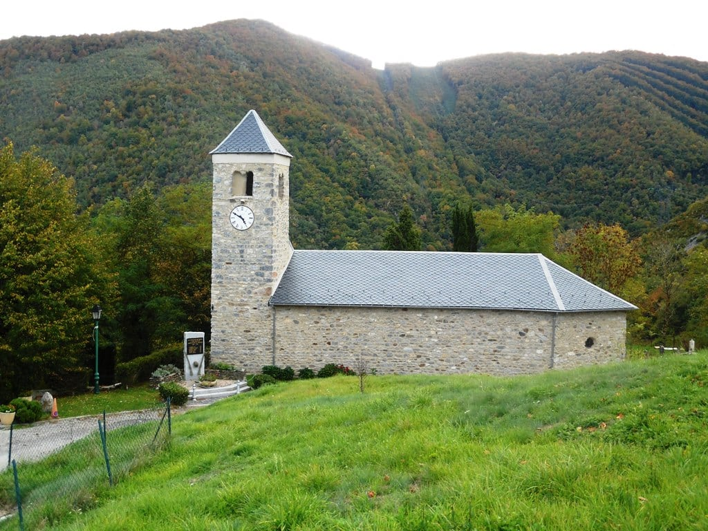 Le toit de l'église de Génat en haute-Ariège entièrement rénové